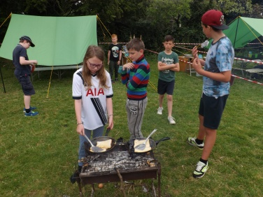 Scouts cooking breakfast